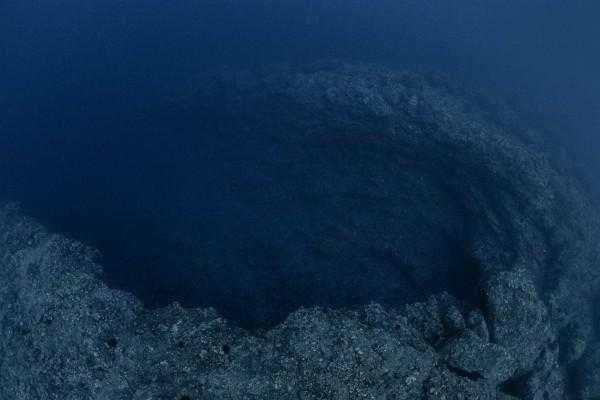 10-foto-taucher-unterwasserfotografie-hawaii-kona-lavagestein-vulkankrater-unterwasserlandschaft7B9D3806-35C4-A6AF-396D-989DC4469EAC.jpg