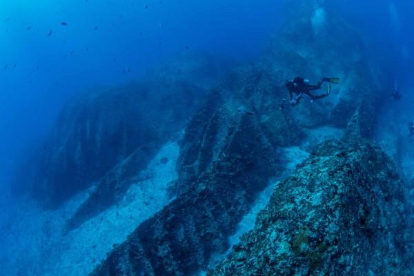 foto-taucher-unterwasserfotografie-seychellen-granitbloecke-unterwasserlandschaft-1455C3FF5-8CAD-8854-5461-A4ED55A4DB09.jpg